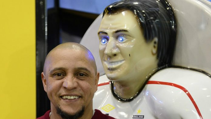 Casino Review - Football icon shoots and scores at world's leading gaming expo - Roberto Carlos